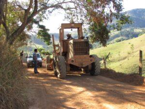 Há locais que ainda aguardam para manutenção, no entanto, prefeitura garante 80% do serviço (Foto: Prefeitura de Muriaé).
